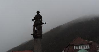 Der Waffenschmied  på torget i Suhl.